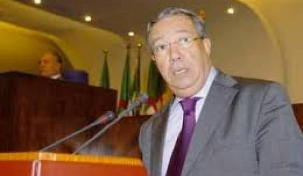 Nacer Mehal, ministre de la Communication, promet plus qu'il ne réalise.