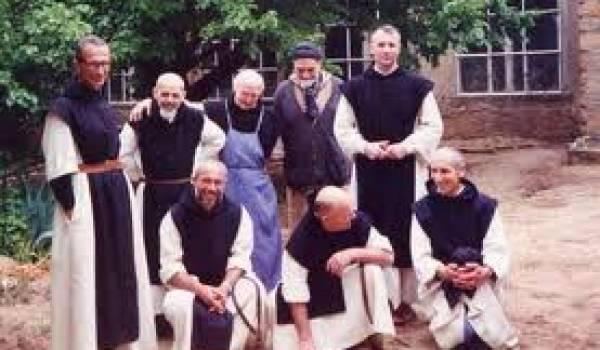 Les moines dans le monastère de Tibhirine, sur les hauteurs de Médéa.