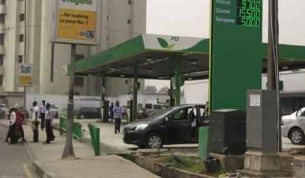 Le gouvernement a consenti une baisse de 30% du prix de l'essence.