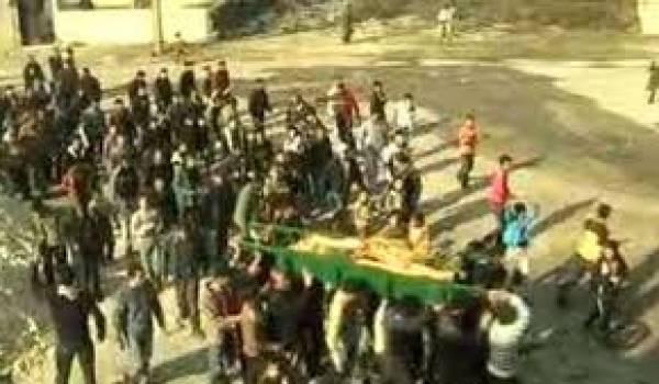 Les victimes s'ajoutent aux victimes sous les yeux des observateurs arabes.