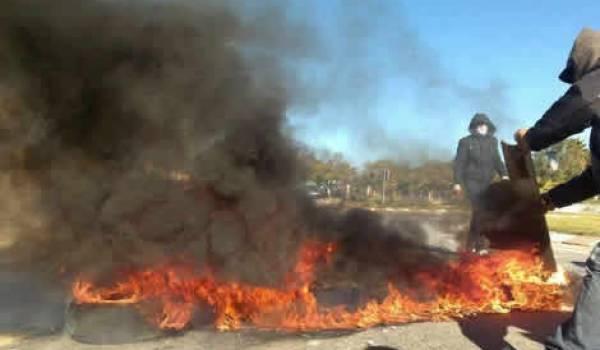 Les manifestants ont affronté les services de sécurité dans un climat tendu.