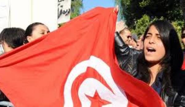 Les laïques tunisiens dénoncent les pressions salafistes à l'université.