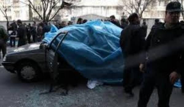 Les scientifiques sont tués dans leur voiture.