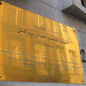Le consul d'Algérie en Belgique use de la force contre une Algérienne.