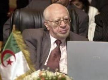 Mohamed Bedjaoui, ancien ministre des Affaires étrangères cité dans l'affaire de pots-de-vin Sonatrach-Saipem.