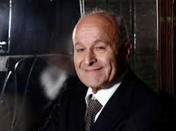 Issad Rebrab fait une percée économique en France.